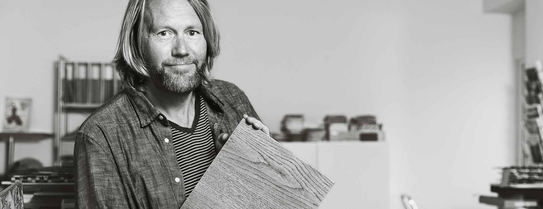 Erik Nissen Johansen är konstnär, kreatör, visionär, historieberättare och grundare av designbyrån Stylt Trampoli