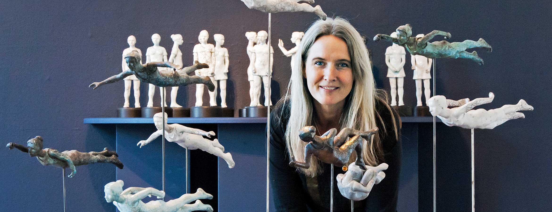 Eva Larsson är verksam som konstnär, keramiker och formgivare